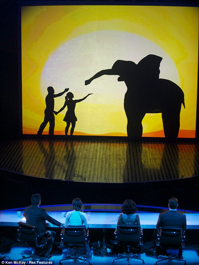 attraction shadow theatre group tour - 620×843